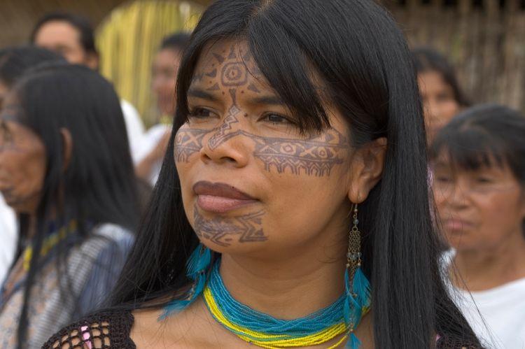 Foto (mit freundlicher Genehmigung aus dem Archiv Sarayaku): Patricia Gualinga, indigene Vertreterin aus dem Amazonas wirkt (digital) bei den Neumarkter Nachhaltigkeitswochen im Herbst mit.