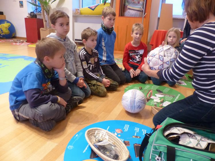 Kinder entdecken ihre Stadt - die Eine Welt Station