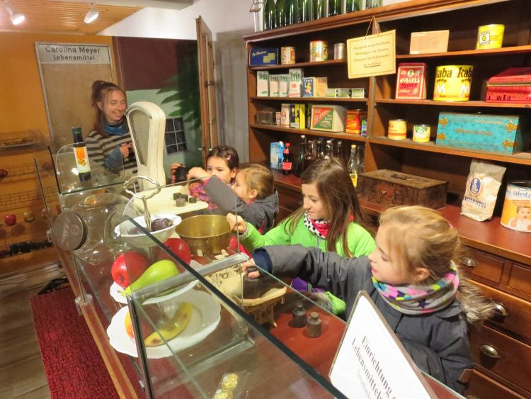 Kinder entdecken ihre Stadt - Einkaufen früher und heute