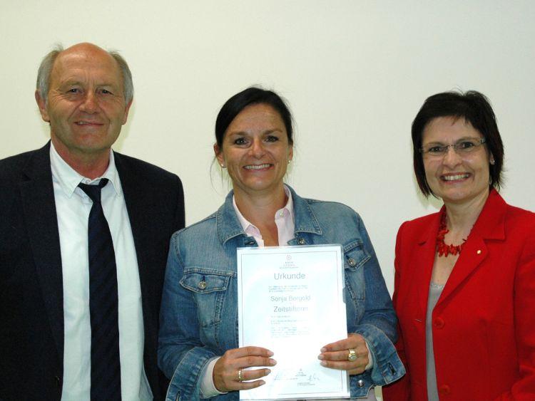 v.l.: Dr. Heinz Sperber (Vorstandsvorsitzender Bürgerstiftung), Sonja Bergold, Vera Finn (Stiftungsratsvorsitzende Bürgerstiftung)