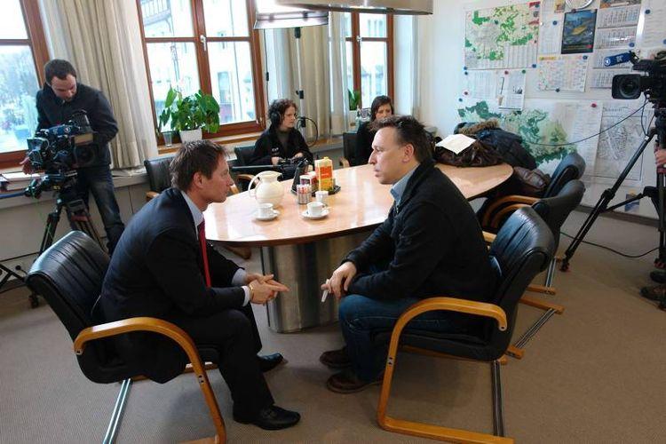 Foto: Dr. Franz Janka - Oberbürgermeister Thomas Thumann im Gespräch mit Moderator Tobias Ranzinger (rechts)