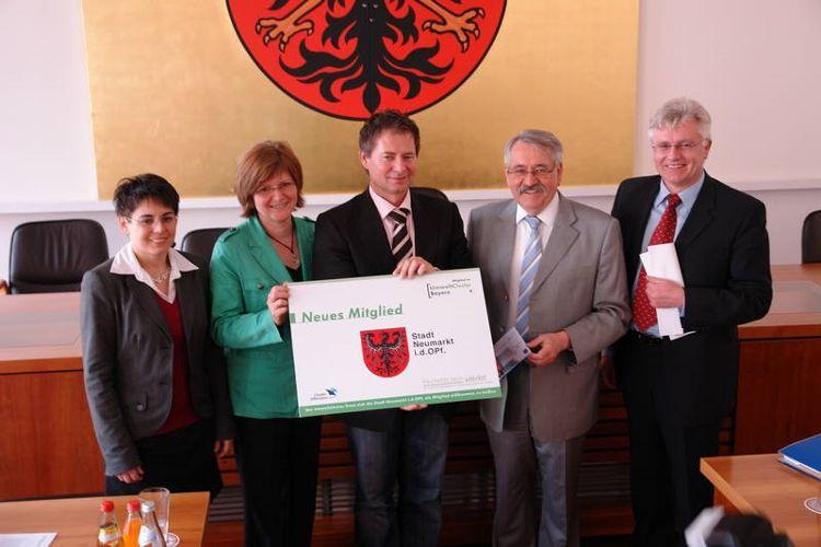 Dr. Manuela Wimmer, Bürgermeisterin Ruth Dorner, Oberbürgermeister Thomas Thumann, Dr. Hans Huber und Ltd. Verwaltungsdirektor Josef Graf (von links)