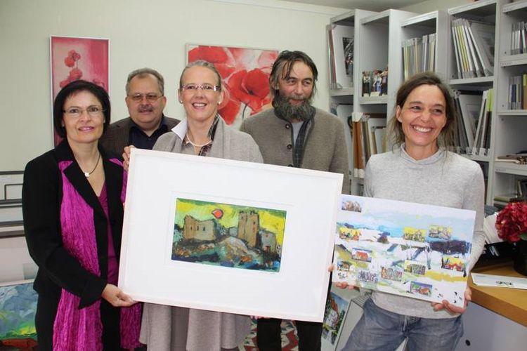 von links nach rechts: 2. Vorstandsvorsitzende Vera Finn, Peter Pauselius, Regina Estermaier (beide Projektleiter), Bernhard Maria Fuchs (Künstler und Kulturpreisträger), Tina Naubert (Geschäftsfrau Bild & Kunst)