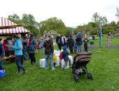 Zahlreiche Besucher am Familientag auf dem Holzheimer Spielplatz