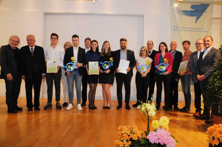 Alle Preisträger 2019 gemeinsam mit Preisstiftern und Jury (Fotos: Mandel).