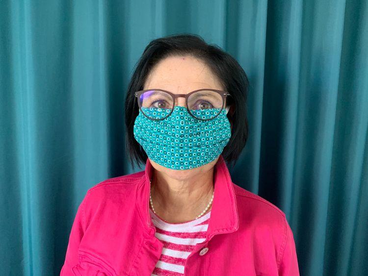 Foto (R. Finn): Ab 23. April gibt es die Stoffmasken der Bürgerstiftung im Eine Welt Laden.
