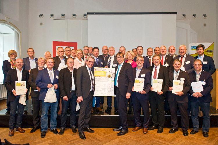 Paktunterzeichnung auf dem Fairtrade Gipfel in Bamberg im Oktober 2019 (Foto: Jürgen Schnabel).