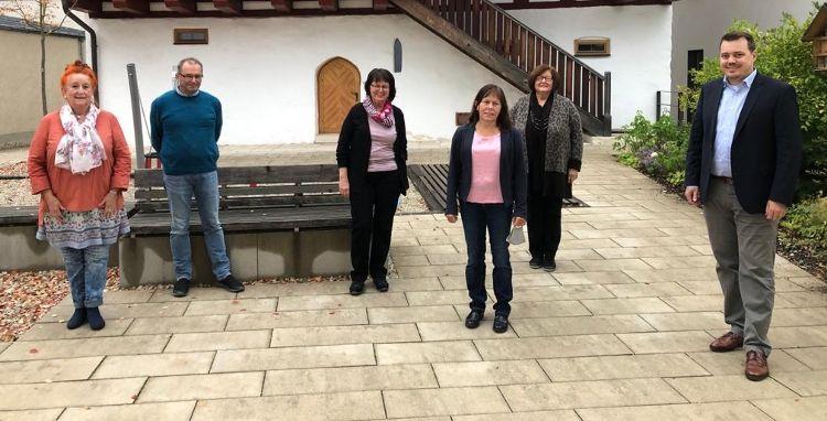 Foto (Judith Himmler): Der Vorstand der FAN: (von links nach rechts) Marion Hofer, Ludwig Feierler, Irene Schoppa, Birgitt Rupp, Inge Röhrl, Sebastian Schauer
