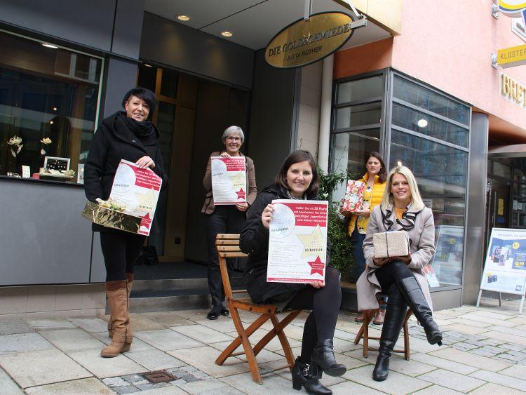 Foto: (Vera Finn): von links: Bianca Nießlbeck, Jutta Rother, Sophie Stepper, Alexandra Hiereth und Carolin Thumann.