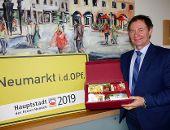 Stadt verschenkt faire Geschenkpakete