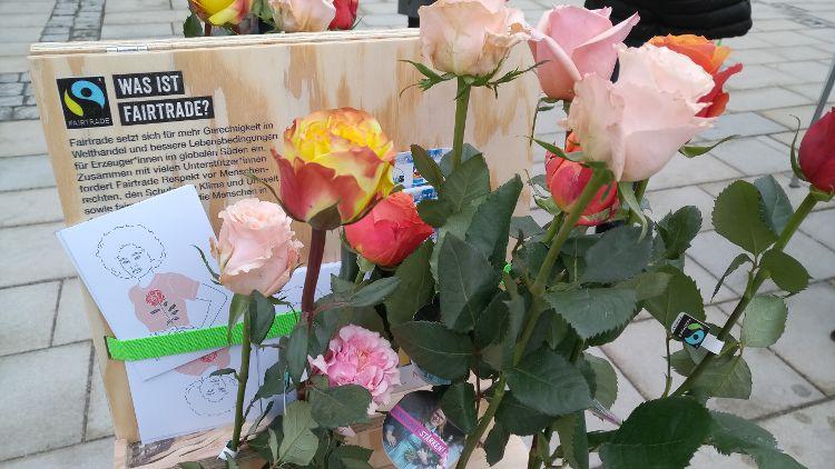 Blumen, Kaffee, Tee, Schokolade, Bananen - fair gehandelte Produkte gibt es bei über 60 Verkaufsstellen in Neumarkt.